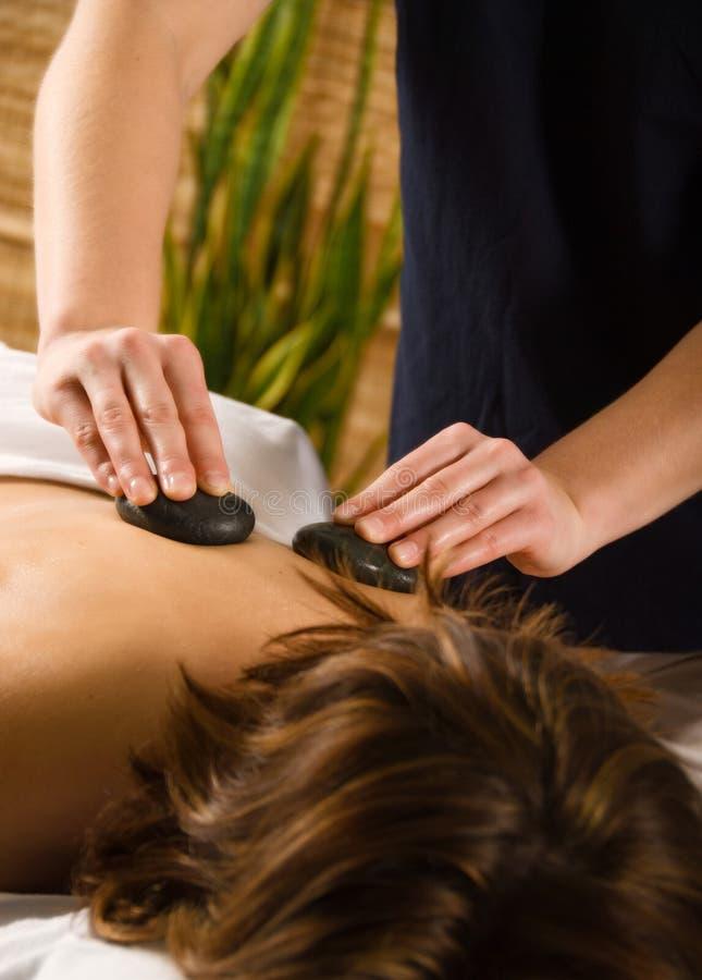 Massage en pierre images stock