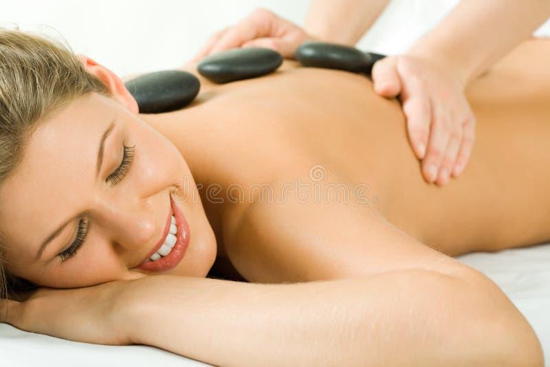 Massage en pierre images libres de droits