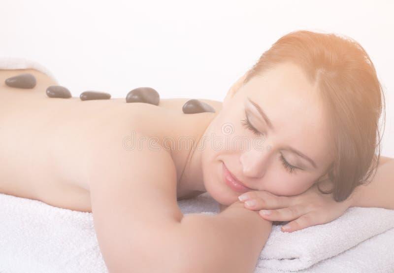 Massage en pierre chaud photo libre de droits