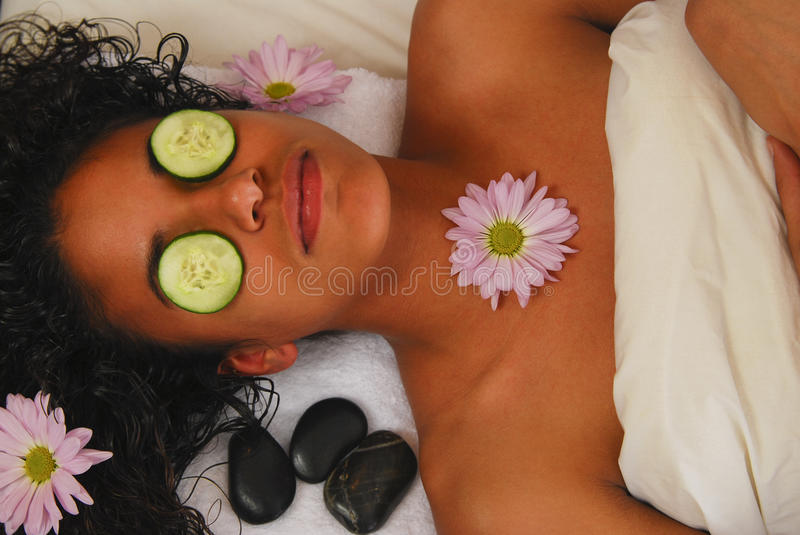 Massage facial de station thermale image stock