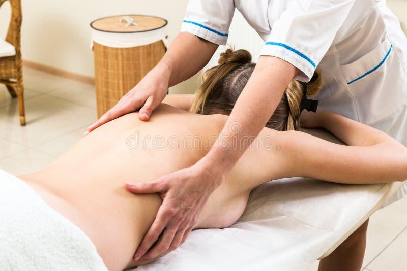 Massage gir stock fotografie