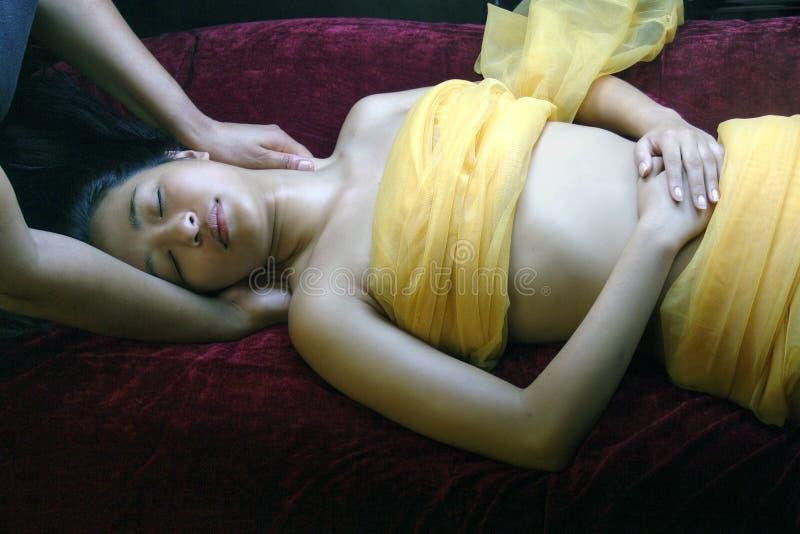 Massage sensuel de cou et jour de fuselage d'enveloppe de station thermale de Valentine de détente de demande de règlement images stock