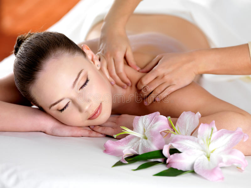 massage shoulder spa γυναίκα στοκ φωτογραφίες με δικαίωμα ελεύθερης χρήσης
