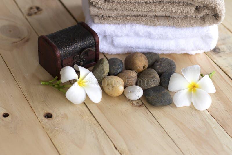 Massage Spa die over houten achtergrond plaatsen stock fotografie