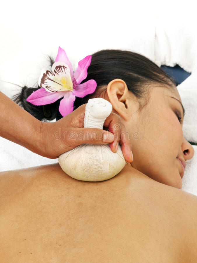 Massage thaï de fines herbes image libre de droits