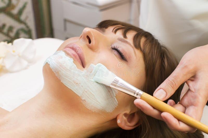 Massage- und Gesichtsbehandlungsschalen stockfotos