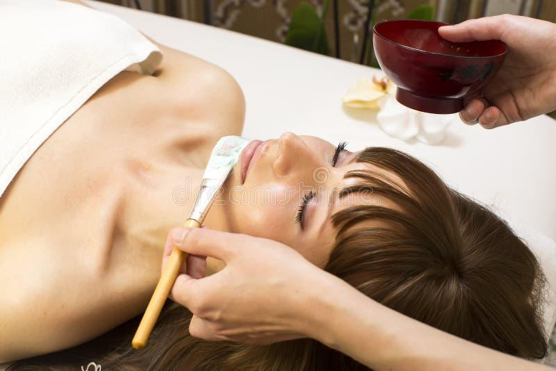 Massage- und Gesichtsbehandlungsschalen lizenzfreies stockbild