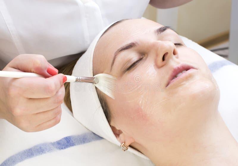 Massage- und Gesichtsbehandlungsschalen lizenzfreie stockfotografie