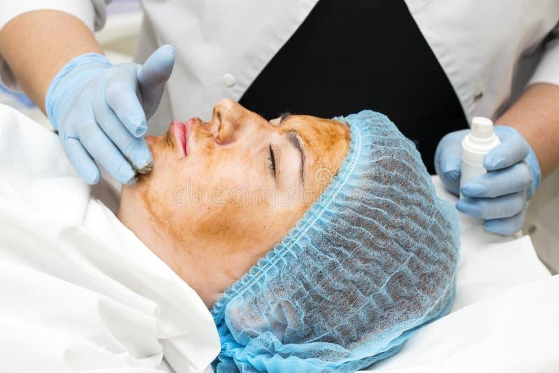 Massage- und Gesichtsbehandlungsschalen lizenzfreies stockfoto