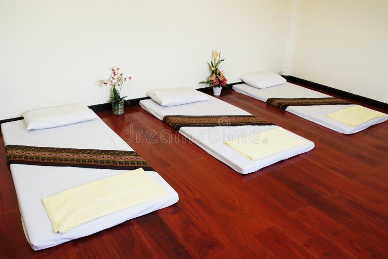 Massagebett lizenzfreie stockfotografie
