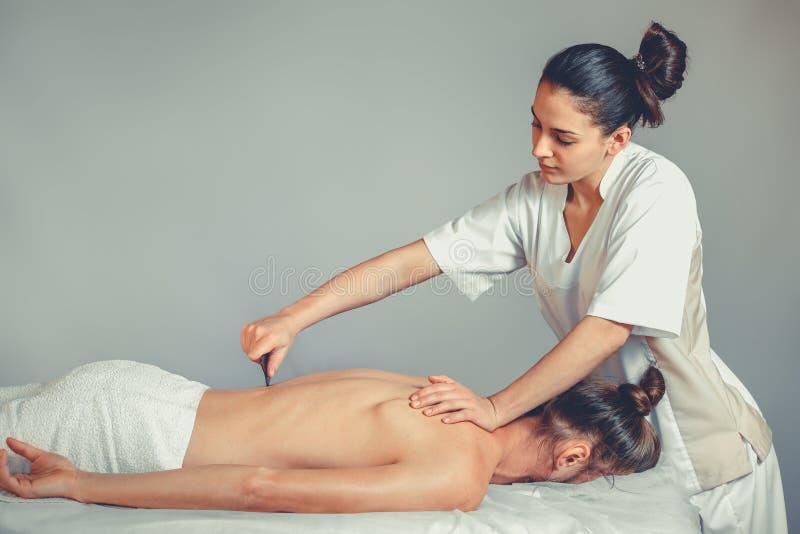 Massagegua, shaterapi arkivbilder