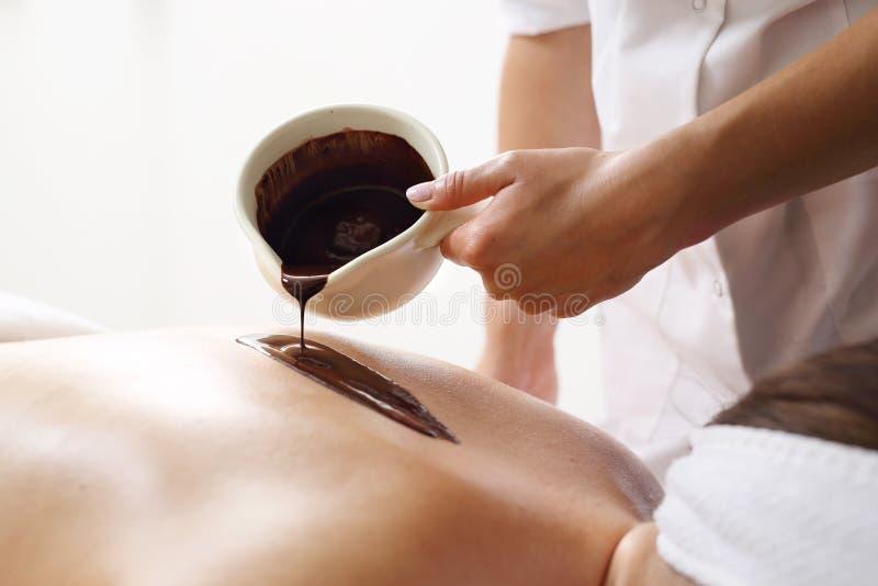 Massagem com chocolate foto de stock royalty free