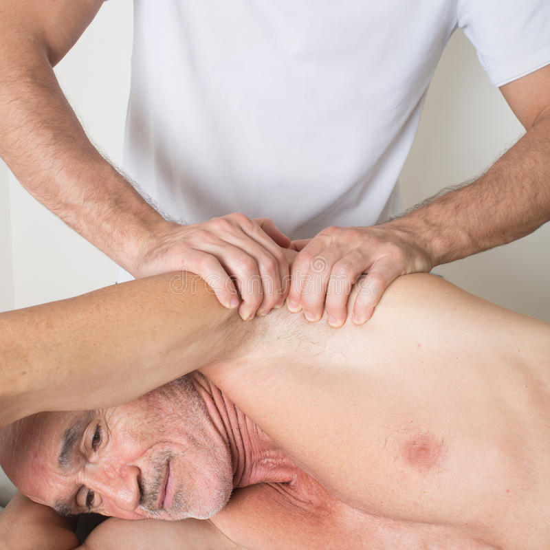 Massagem da axila foto de stock