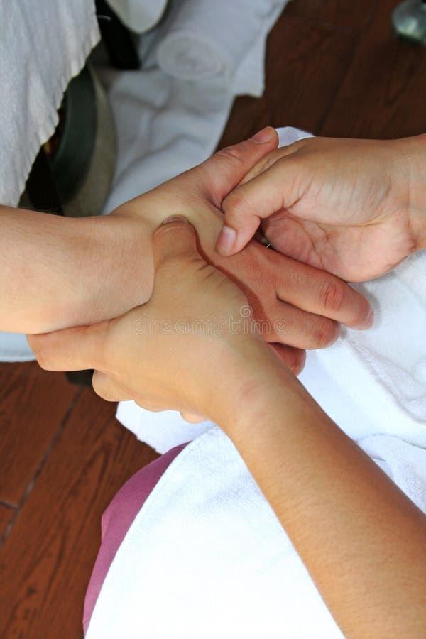 Massagem da mão fotografia de stock