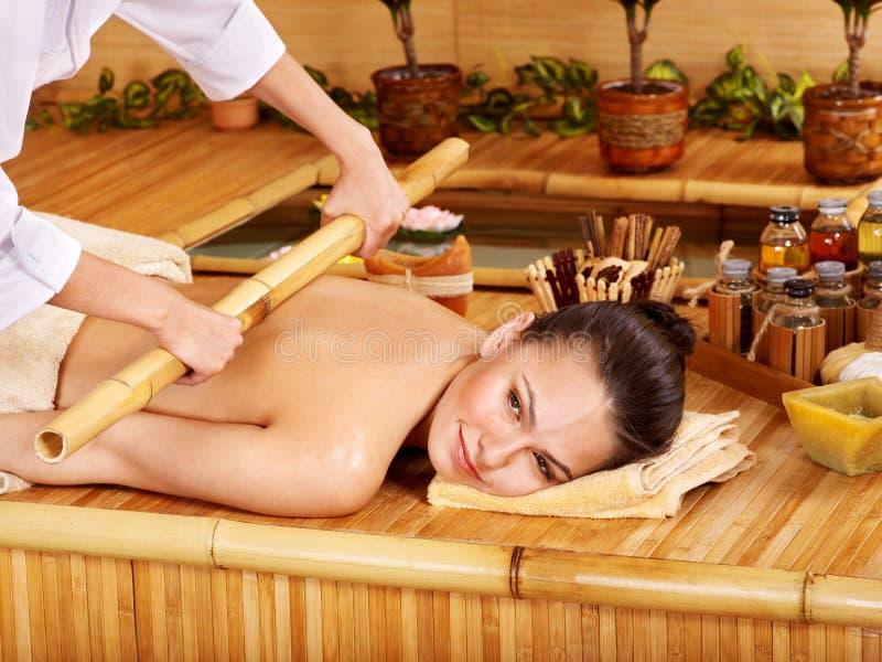 Massagem de bambu. imagem de stock royalty free