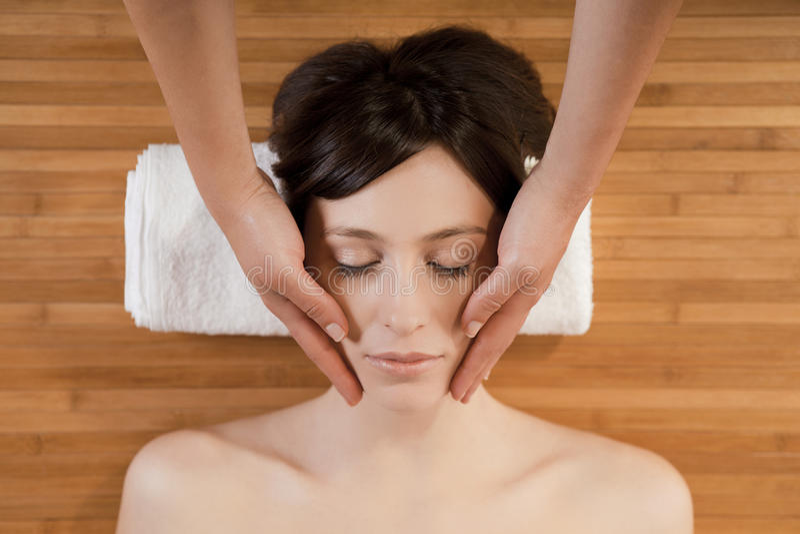 Massagem de face imagens de stock royalty free