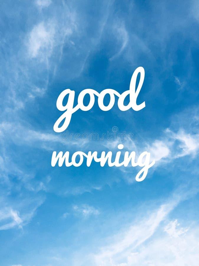 Massagem do bom dia e nuvens do céu azul no fundo imagem de stock