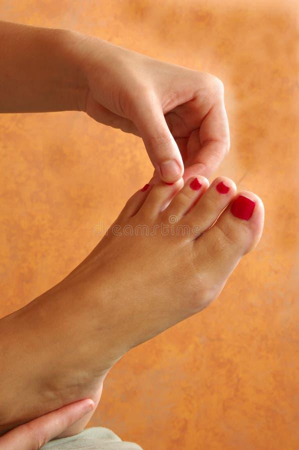 Massagem do dedo do pé e do pé de Reflexology imagem de stock royalty free