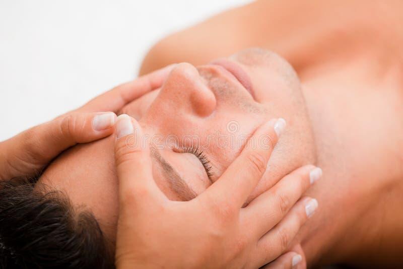 Massagem do homem fotos de stock royalty free