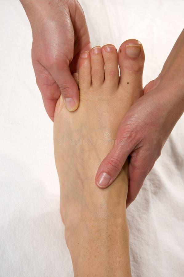Massagem do Instep e do dedo do pé foto de stock royalty free