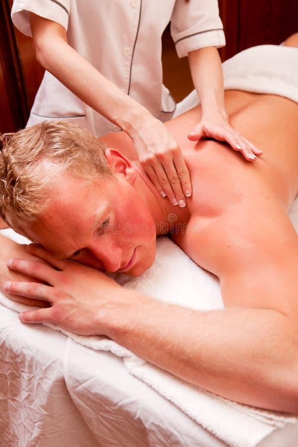 Massagem do ombro foto de stock royalty free