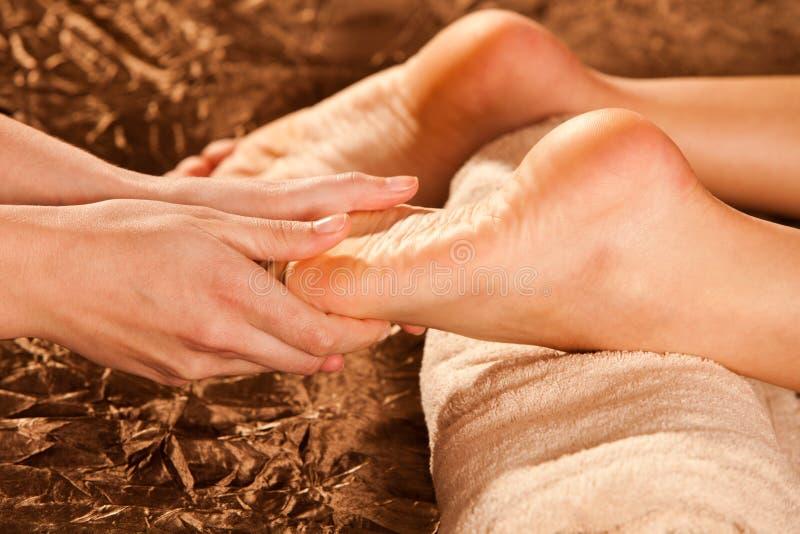 Massagem do pé fotografia de stock royalty free