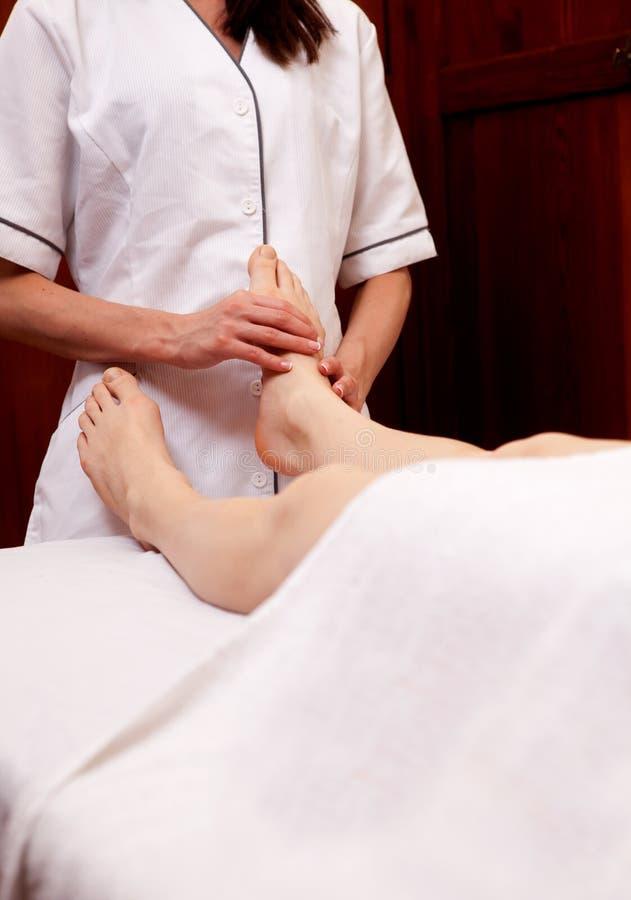 Massagem do pé dos termas imagem de stock