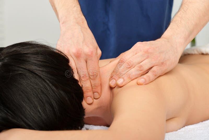 Massagem do pescoço imagem de stock