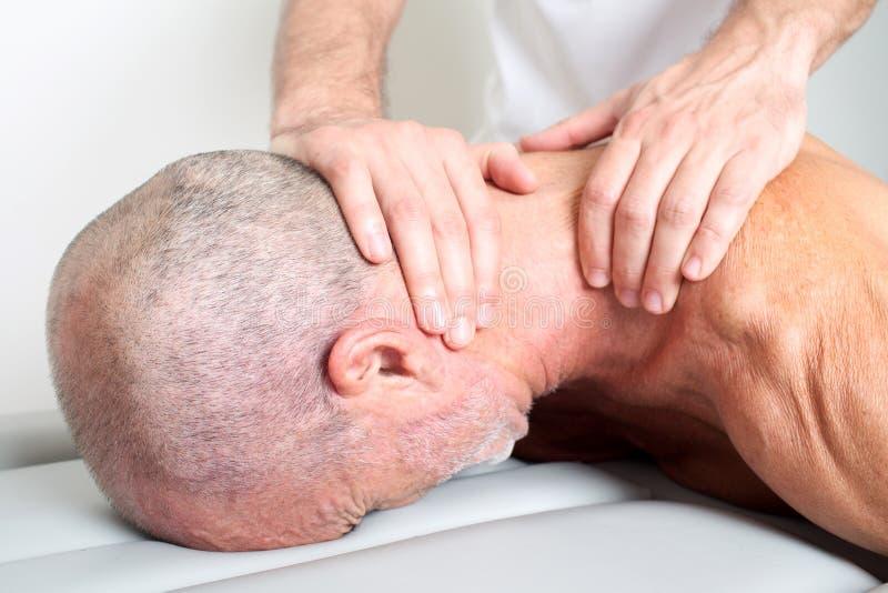 Massagem do pescoço fotografia de stock royalty free