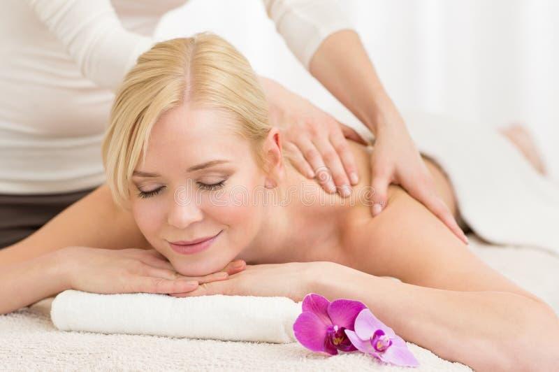 Massagem em termas imagem de stock royalty free