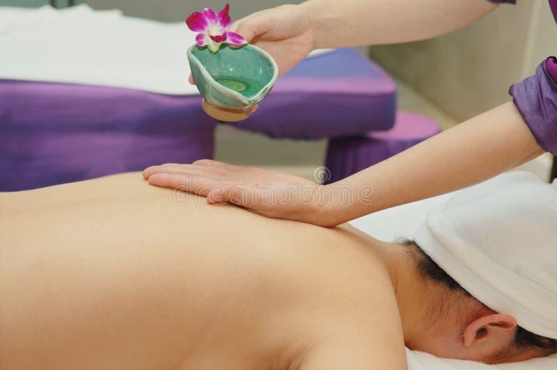 Massagem no salão de beleza de beleza imagem de stock