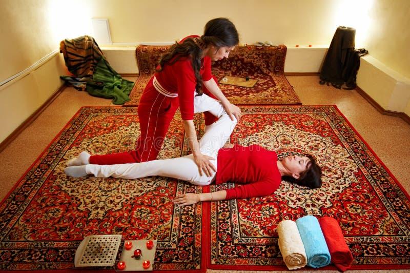 Massagem tailandesa fotografia de stock