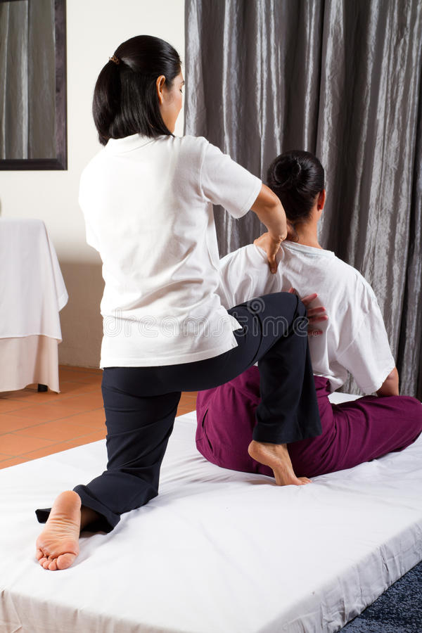 Massagem tailandesa fotografia de stock royalty free