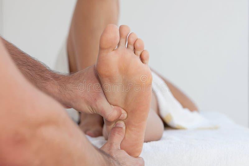 Massagem terapêutica do pé imagens de stock