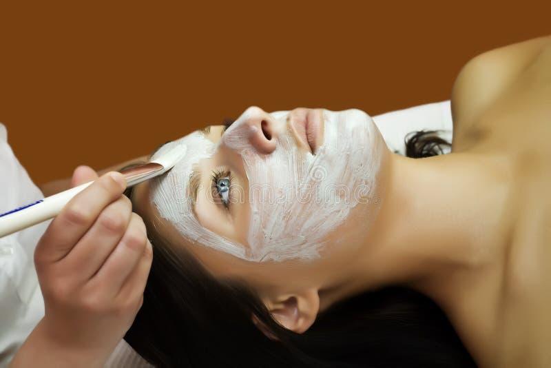 Massages faciaux photos libres de droits