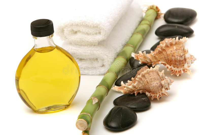 Massageschmieröl, -steine und -bambus lizenzfreie stockfotos