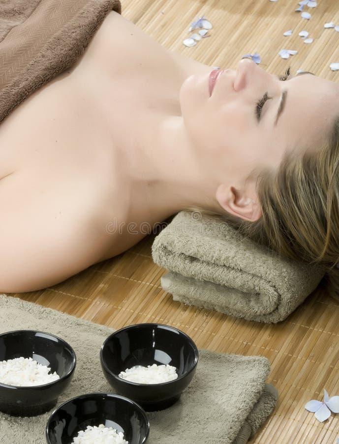 massageterapi arkivfoton