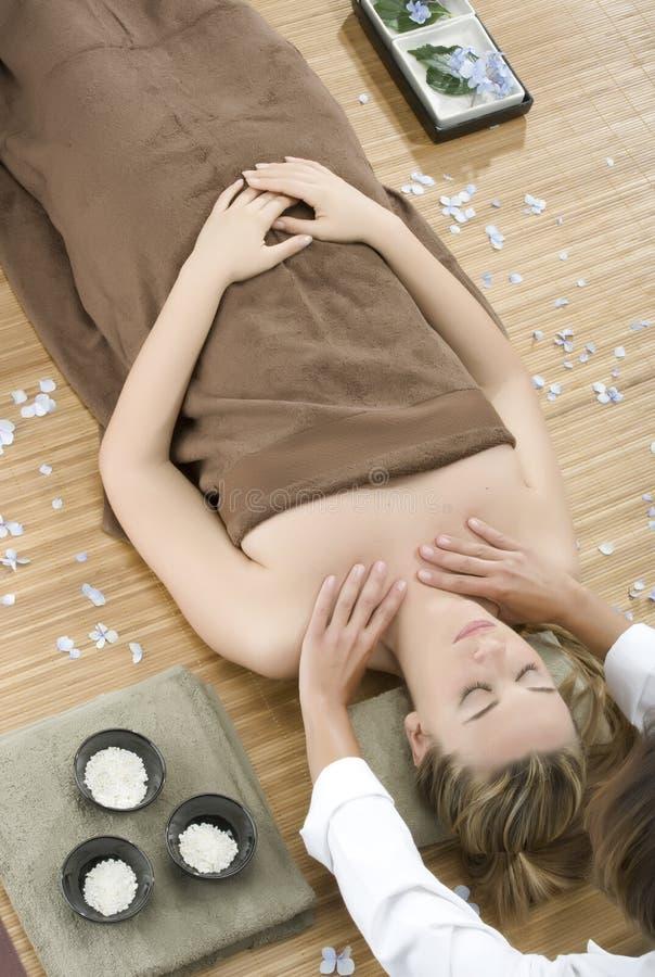 massageterapi arkivfoto