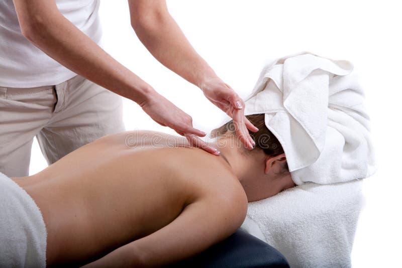 Massagetherapeut, der rückseitige Massage tut stockbild