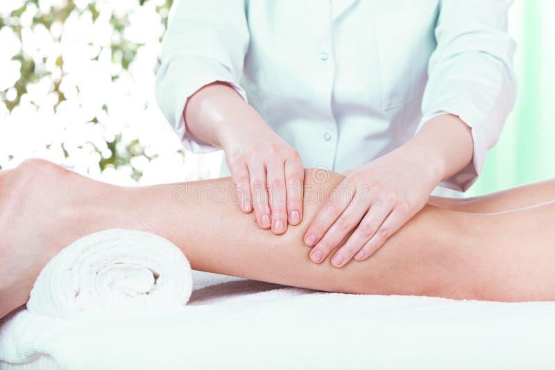 Massaggio al salone di bellezza fotografia stock libera da diritti
