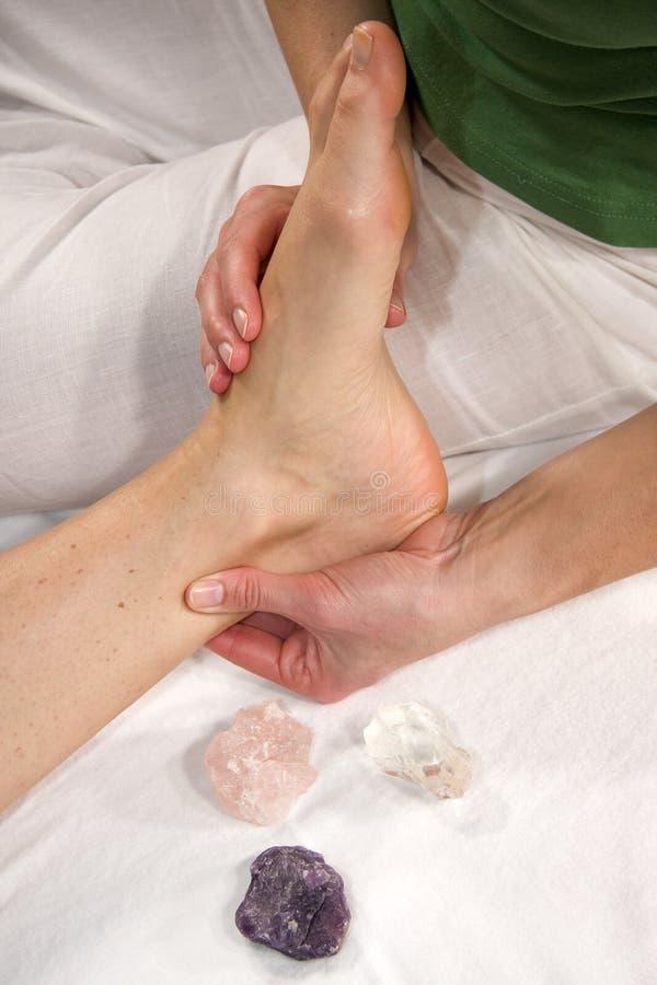 Massaggio del tendine di Achilles fotografia stock