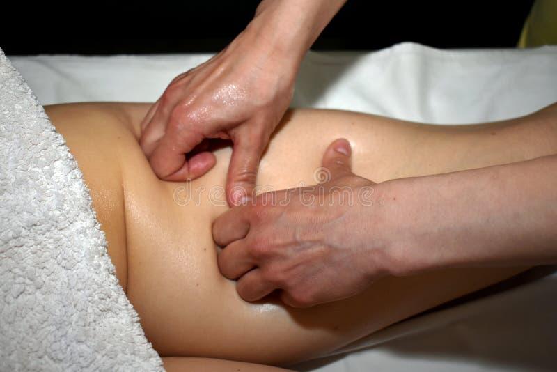 Massaggio della coscia giusta immagini stock