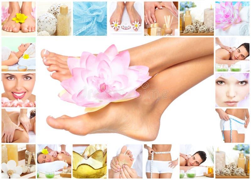 Massaggio della stazione termale. Gambe con il fiore. fotografia stock libera da diritti