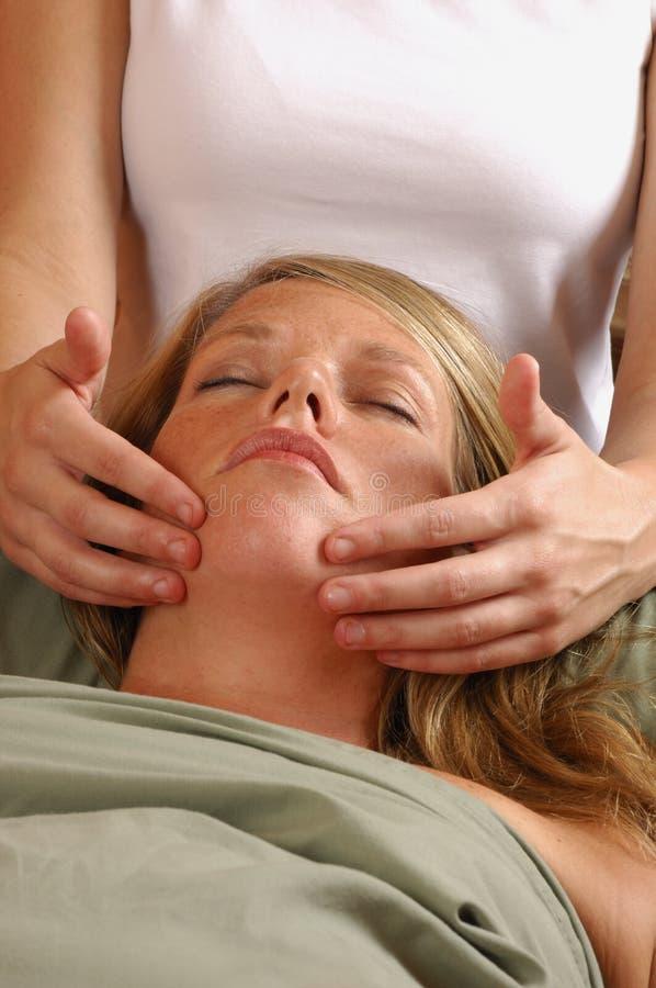 Massaggio di fronte alla stazione termale fotografia stock