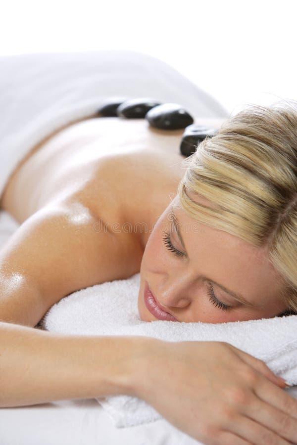 Massaggio di pietra caldo immagini stock