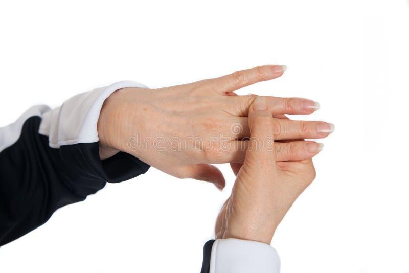 Massaggio di terapia di agopuntura Dimostrazione dei punti di problema sulle mani fotografia stock