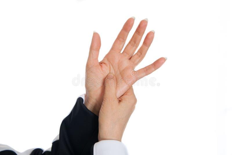 Massaggio di terapia di agopuntura Dimostrazione dei punti di problema sulle mani fotografie stock libere da diritti