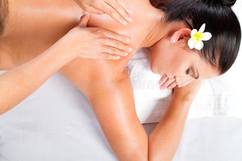 Massaggio posteriore della donna fotografia stock