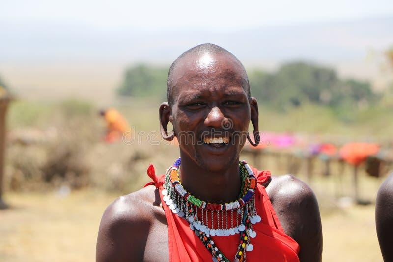 Massai mężczyzna przebijający ucho zdjęcie royalty free