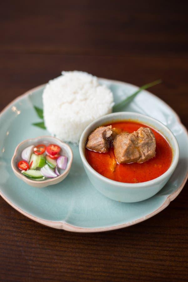Massaman-Rindfleisch mit Jasminreis lizenzfreies stockfoto